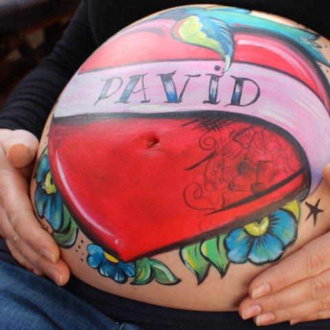 Belly painting corazón tatuado
