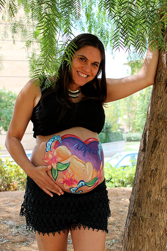 Belly painting de bebé y flores