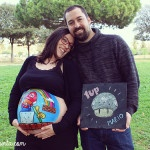 Body painting para embarazada con barriga pintada con dibujo de Súper Mario Bross de La que pinta