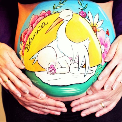 Belly painting con cigüeña y bebé