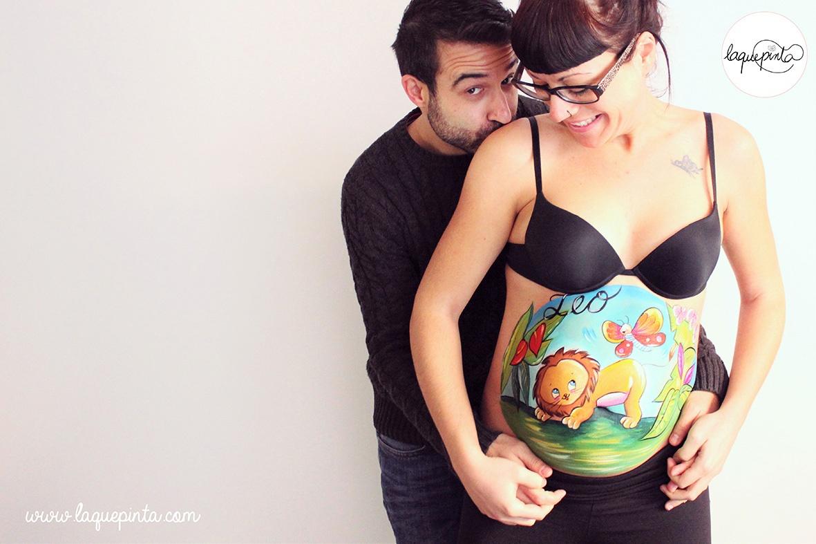 Belly painting de bebé koala con biberón