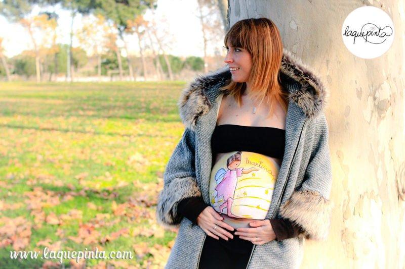 Belly painting de hada con alas y estrellas pintado en barriga de embarazada de La que pinta en Barcelona