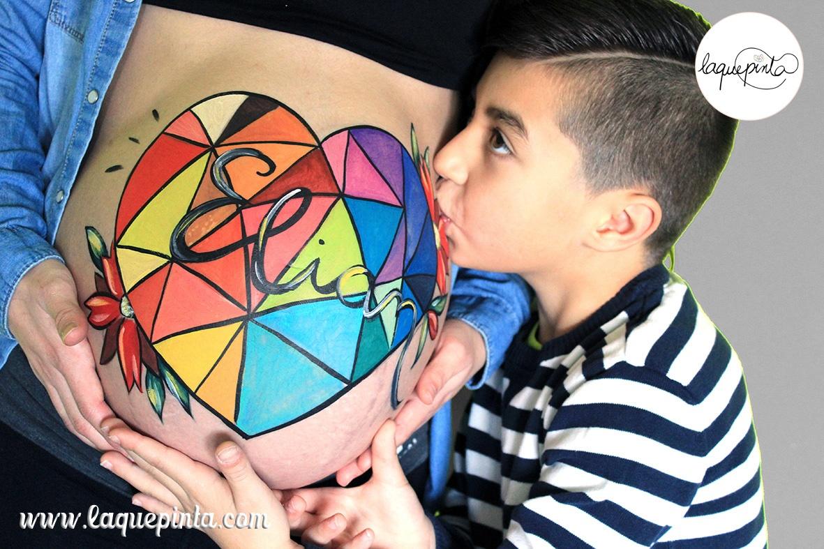 Belly painting corazón geométrico de colores