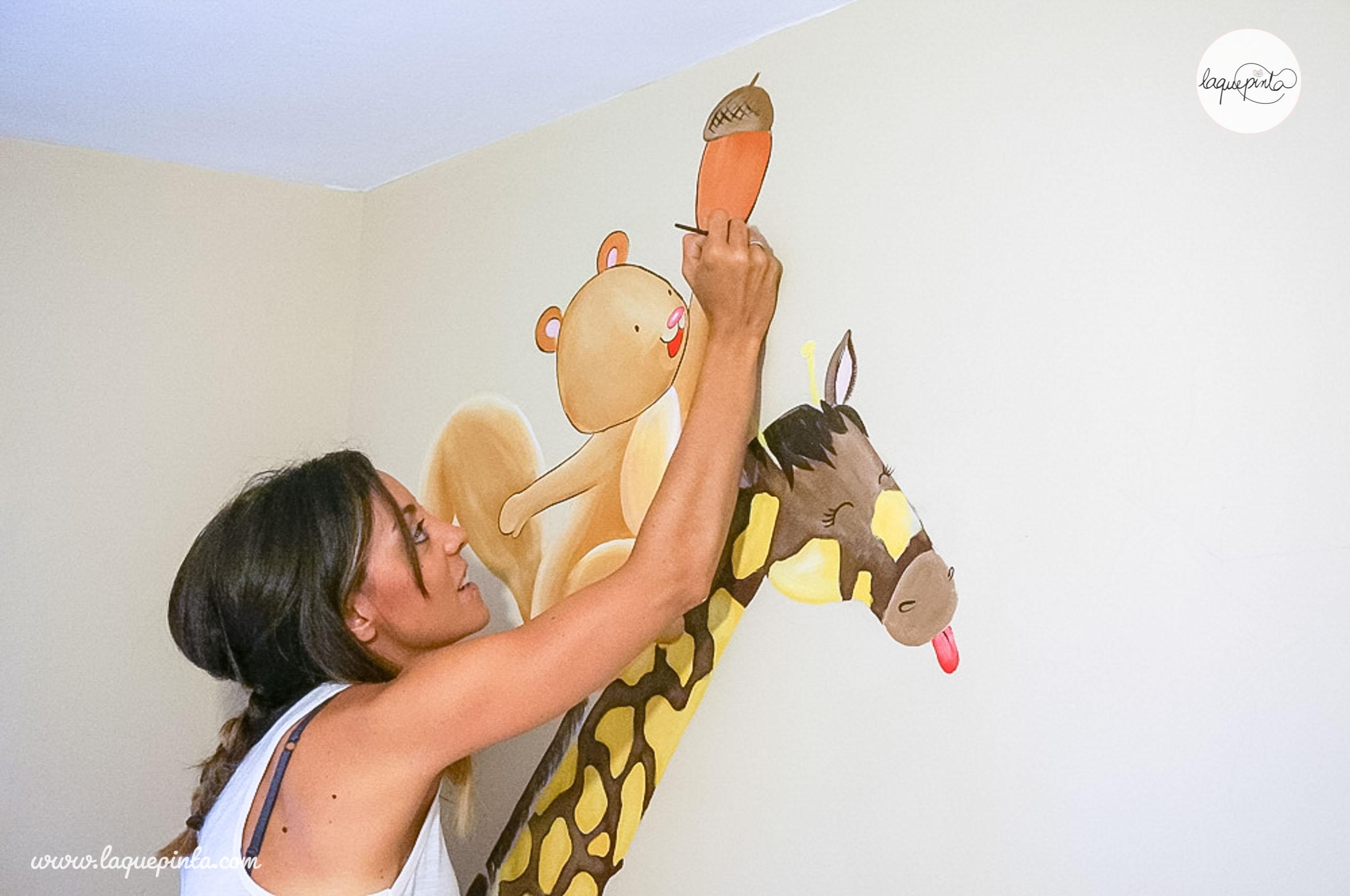 Mural jirafa, ardilla y mono