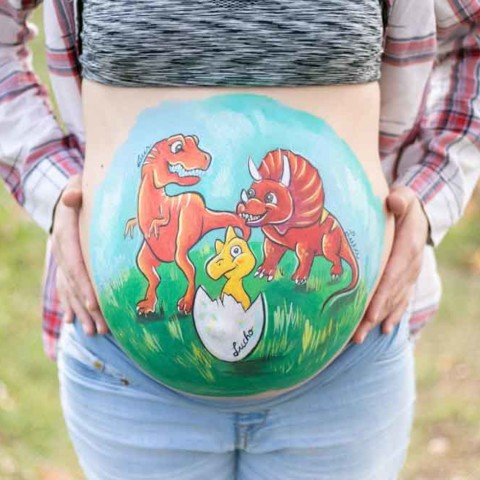 Belly painting de dinosaurios hermanos