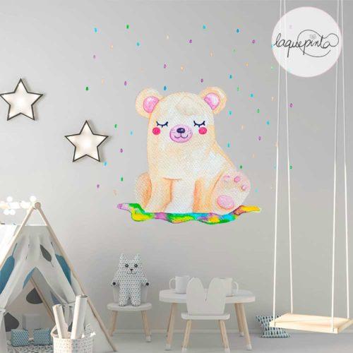 Vinilo infantil con dibujo de osito recibiendo una ducha de confetti