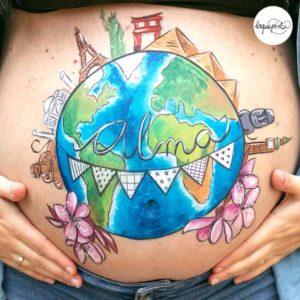 Belly painting de monumentos maravillas del mundo con sesión de fotos del embarazo de La que pinta BCN